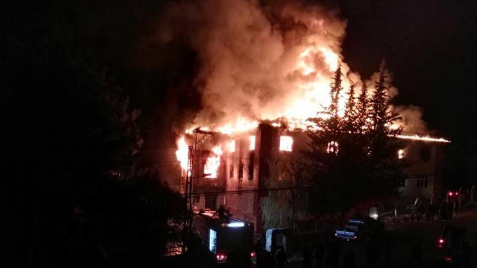 Incendio escuela religiosa Malasia deja 25 muertos