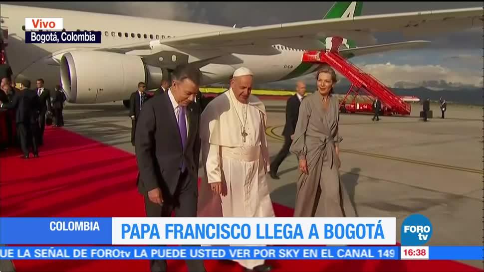 Papa Francisco llega a Bogotá Colombia