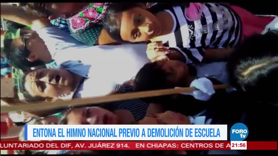 Entonan el himno nacional antes de demoler una escuela en Oaxaca