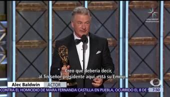 Alec Baldwin dedica premio Emmy al presidente Donald Trump