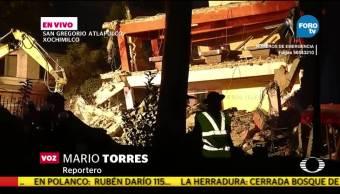Demuelen edificio afectado por el sismo en Xochimilco