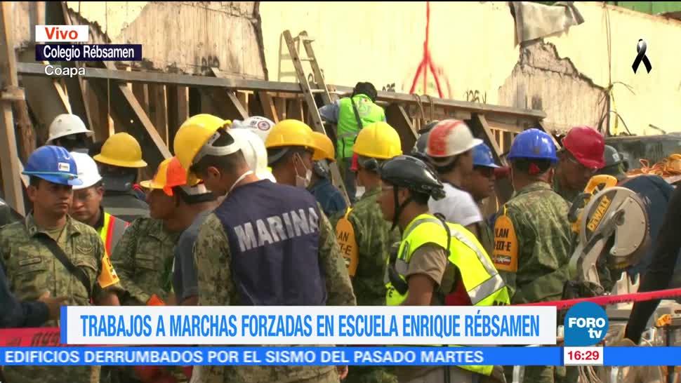 Rescatistas trabajan a marchas forzadas en el colegio Enrique Rébsamen