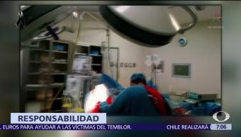 Neurocirujano del IMSS protege a paciente durante cirugía en pleno sismo