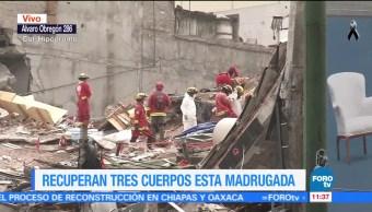 Familias acampan cerca del edificio que colapsó en Álvaro Obregón 286