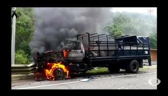Indígenas y policías se enfrentan en San Cristóbal de las Casas