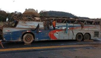 Mueren al menos once personas en accidente de autobús en Brasil