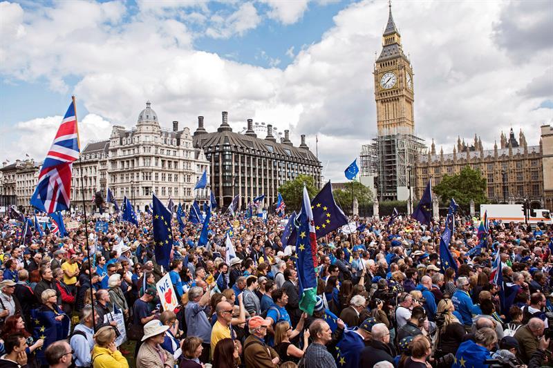 Miles se manifiestan en Londres para que Reino Unido permanezca en UE