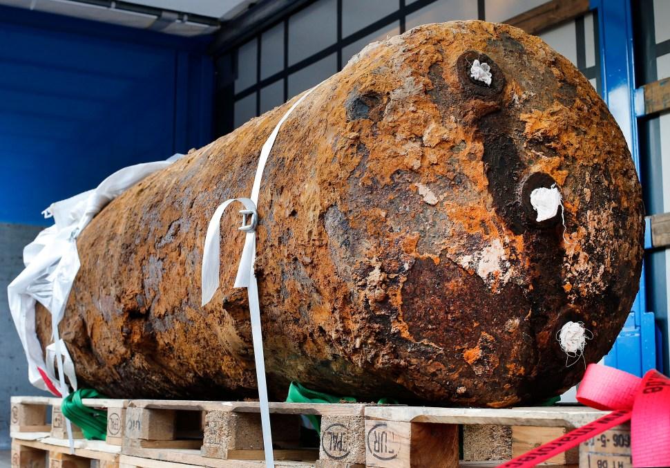 Desactivan bomba de la II Guerra Mundial que amenazaba Fráncfort, Alemania