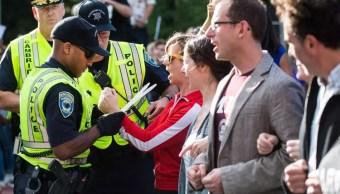Arrestan profesores Harvard manifestacion pro DACA