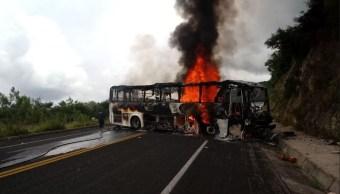Hombres armados incendian autobús en Chilpancingo, Guerrero