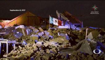 Imagen de la bandera sobre los escombros en Juchitán, Oaxaca, tras sismo