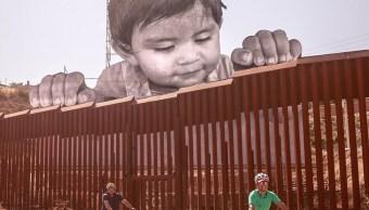 Bebe gigante aparece frontera Mexico y Estados Unidos