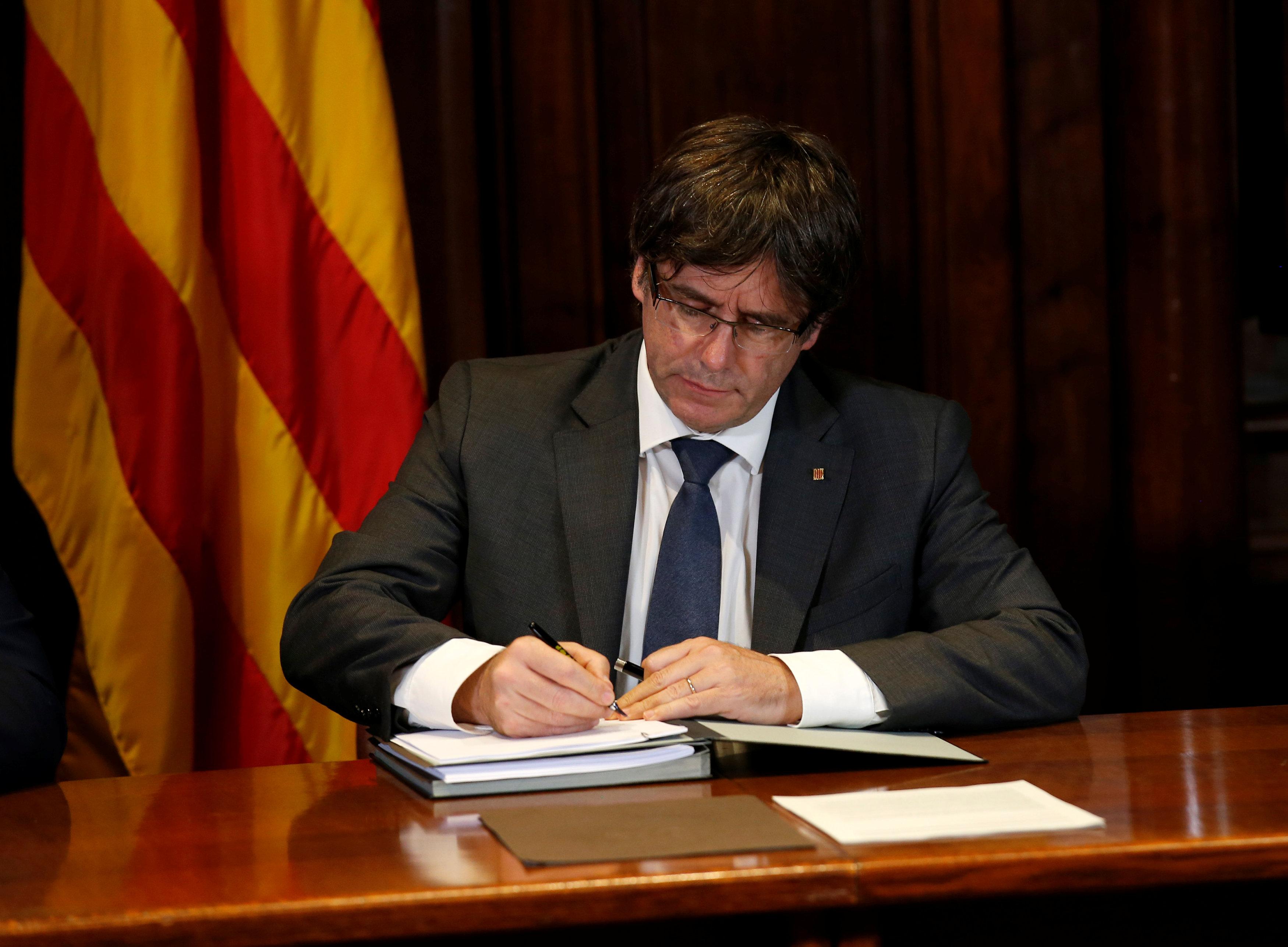 Cataluna desafia Estado y convoca referendum independentista