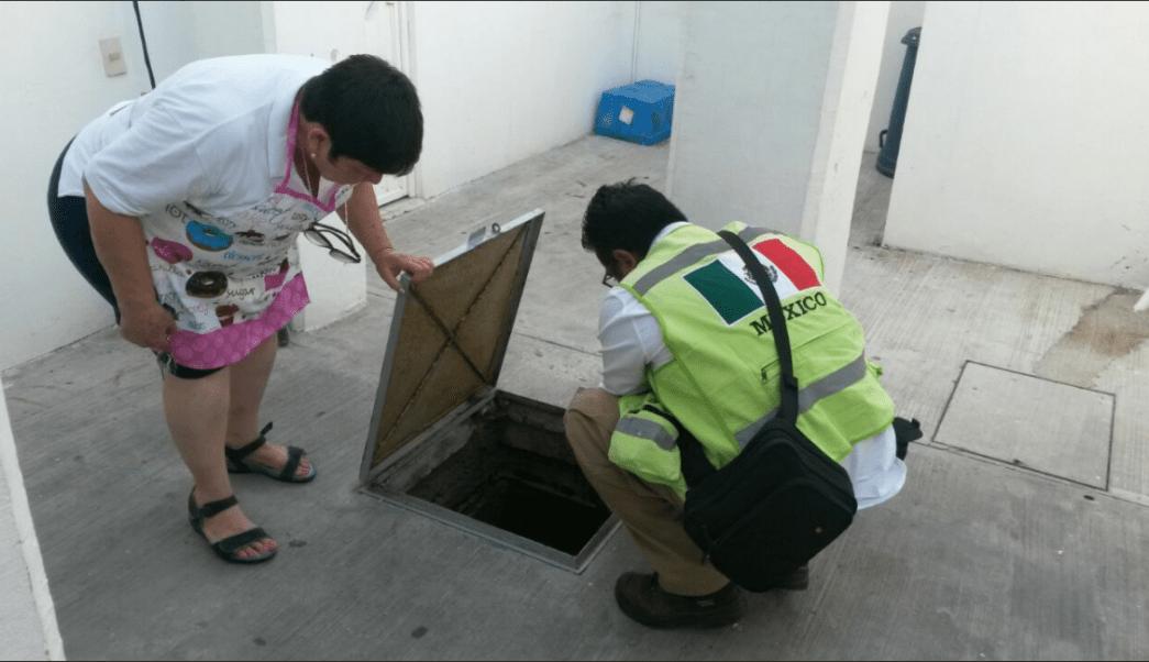 personal de la cofepris revisa el agua potable