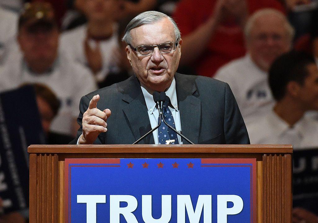 Demócratas piden suspender perdón Trump exsheriff Joe Arpaio