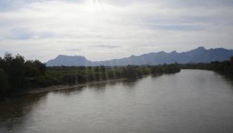 Desfogan presa El Caracol en Guerrero y desborda río en Michoacán