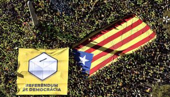 Miles de catalanes exigen referendo