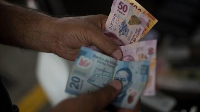 El peso mexicano se deprecia tras ensayos militares