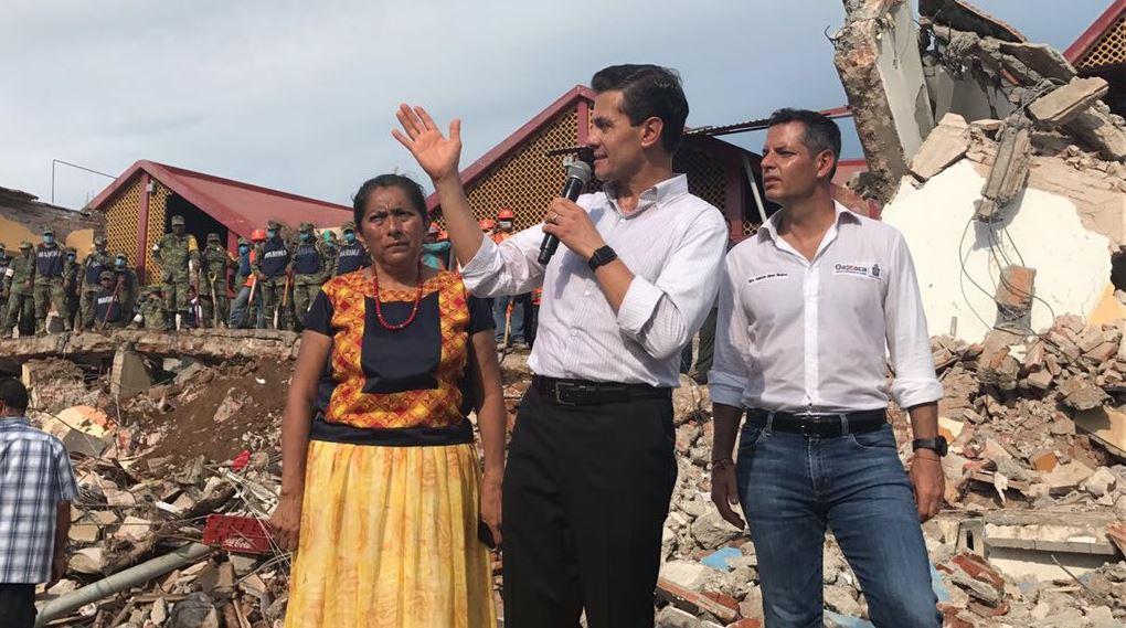 El presidente Enrique Peña Nieto recorre zonas afectadas por el sismo del jueves