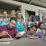 EPN visitando el comedor comunitario de Chiquihuitillo, Apatzingán