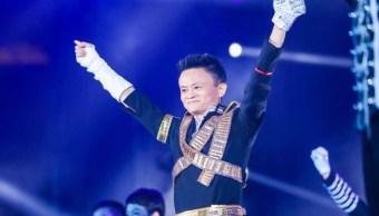 Dueño de Alibaba se disfraza de Michael Jackson, baila frente a empleados
