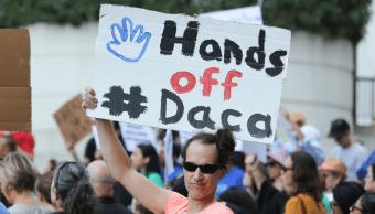 Inmigrantes y activistas protestan contra derogacion DACA