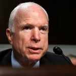 Trump culpa John Mccain fracaso republicano derogar Obamacare