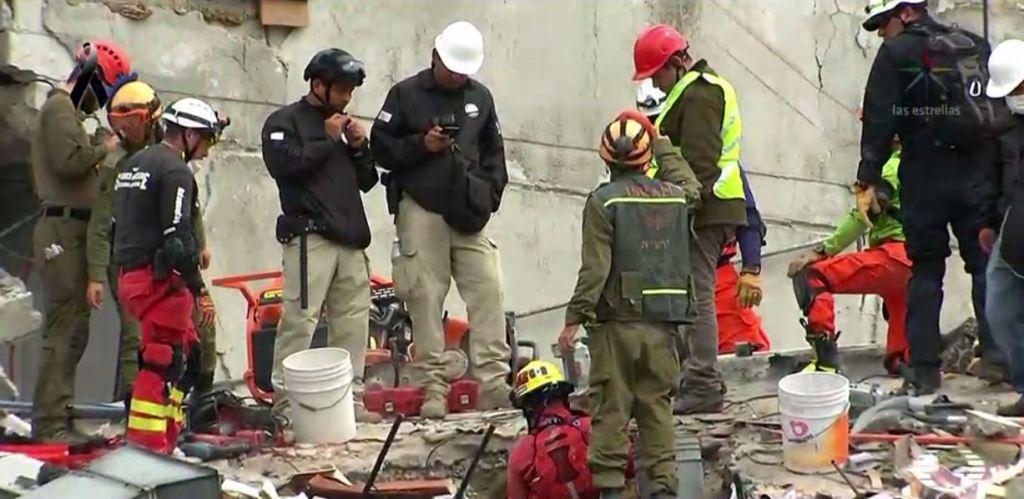Servicios de rescate en el edificio 286 de Álvaro Obregón