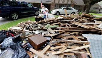 Mexicanos realizan las labores de reconstrucción en Houston