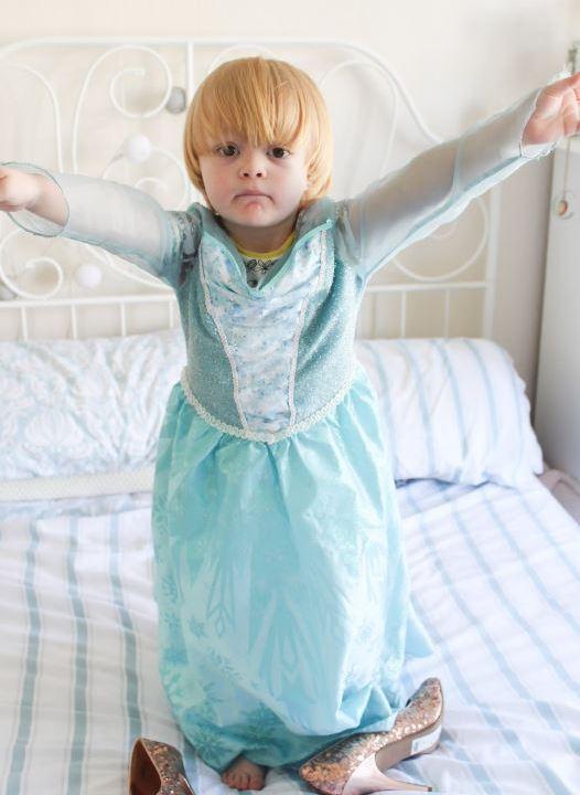 Disneyland París se disculpa por prohibir a niño ser 'Princesa'