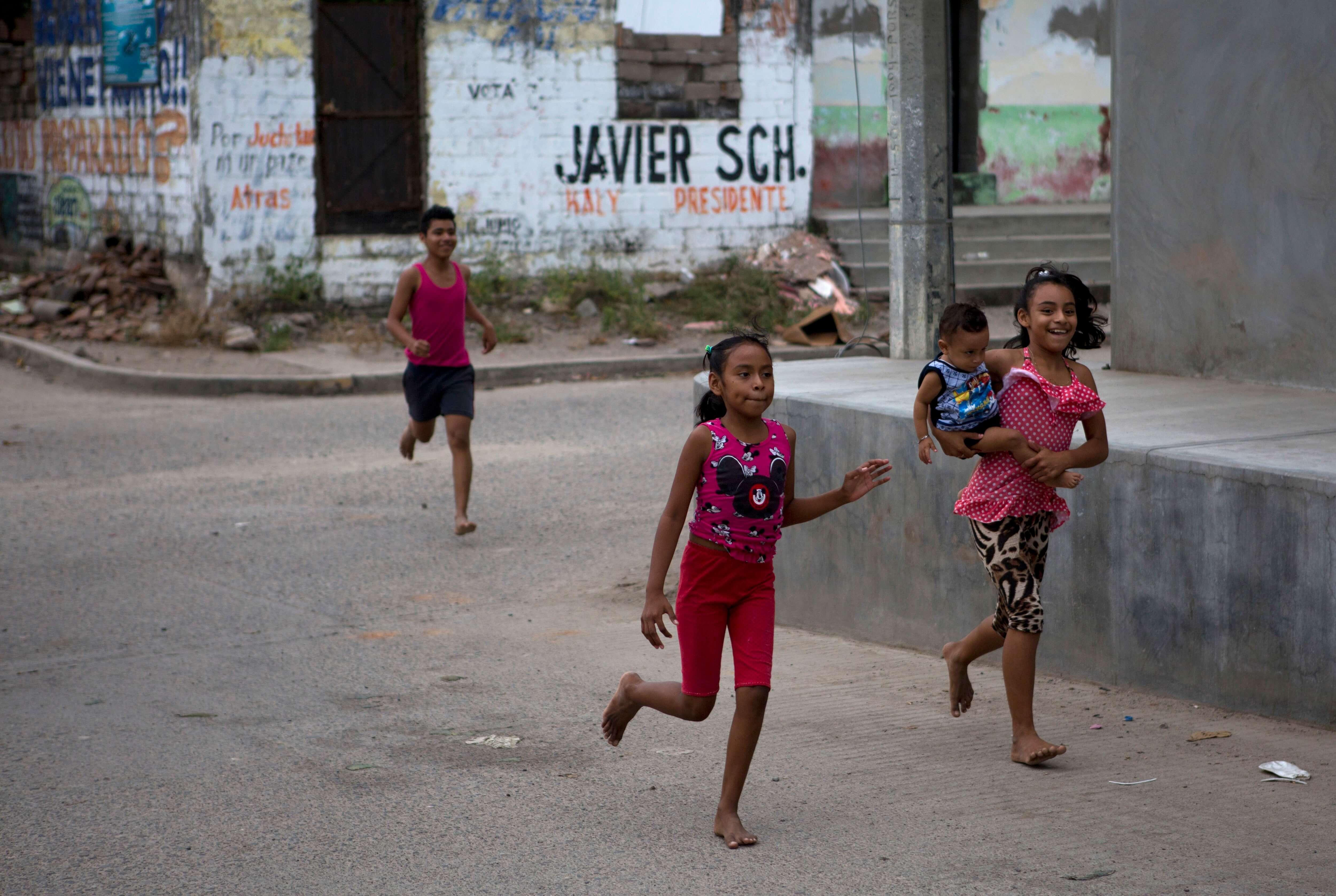 Garantizan reconstrucción de escuelas; Chiapas reanuda clases el lunes