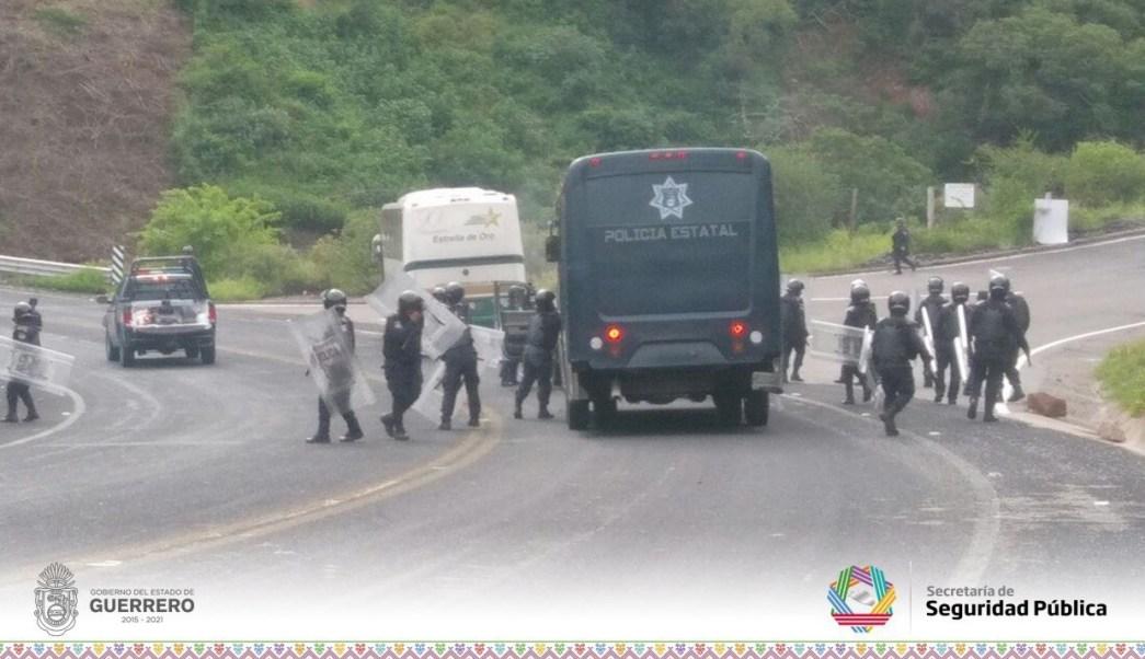 Liberan a 10 normalistas detenidos tras enfrentamiento en Chilpancingo