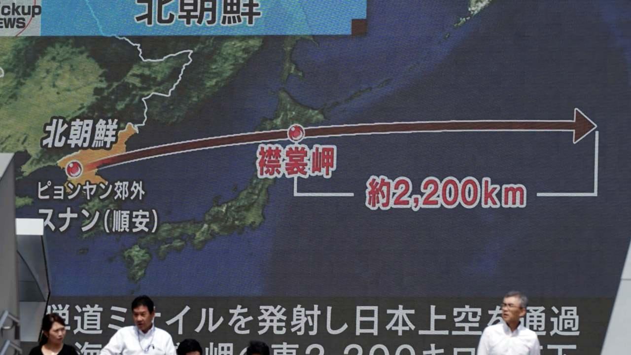 Pantalla en Surcorea muestra nuevo lanzamiento de misil de Corea del Norte