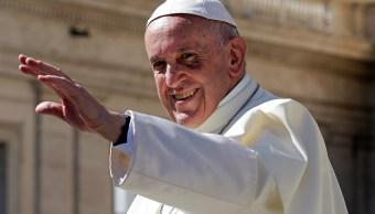 Acusan al Papa Francisco de propagar herejías