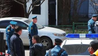 Policías rusos atienden emergencia ante alertas falsas de bombas