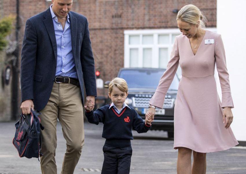 principe guillemo lleva a su hijo jorge a la escuela