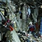 Rescatistas avanzan entre escombros de inmueble colapsado tras sismo en México
