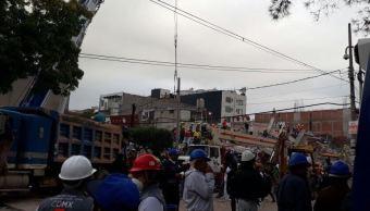 Rescatistas mantienen esperanza de salvar personas en edificio derrumbado en Petén