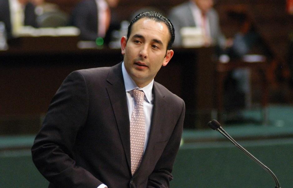 Senador Roberto Gil solicita licencia; aclara que no renuncia al PAN