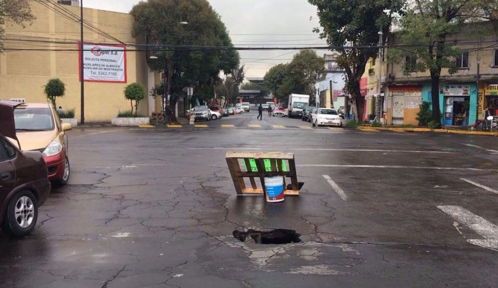 Autoridades capitalinas atienden otro socavón en la colonia Obrera