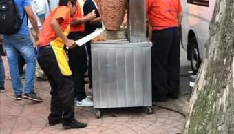 Taquero de la CDMX regala tacos a voluntarios en Álvaro Obregón