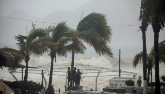 Tormenta tropical 'Lidia' azota Los Cabos