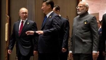 Vladimir Putin, Xi Jinping y Narendra Modi en cumbre BRICS