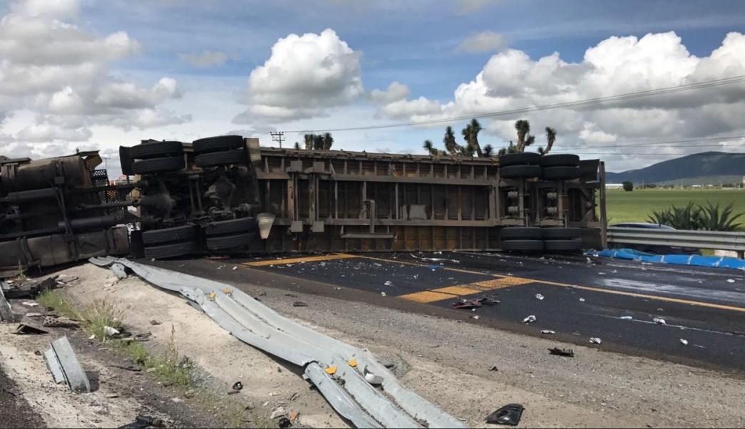 volcadura de tráiler provoca cierre carretera México-Pachuca