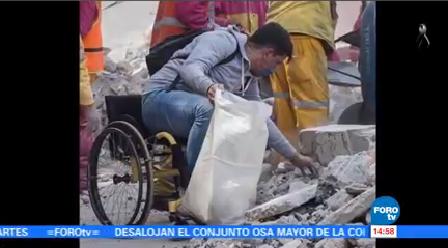 Voluntario Silla Ruedas Ayuda Remoción Escombros Cdmx