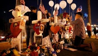 colocan cruces memoria victimas tiroteo vegas