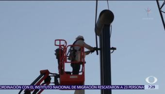 Prototipos del muro fronterizo se exhiben en la frontera de California