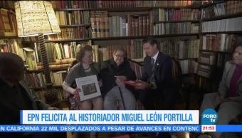 EPN felicita al historiador Miguel León Portilla