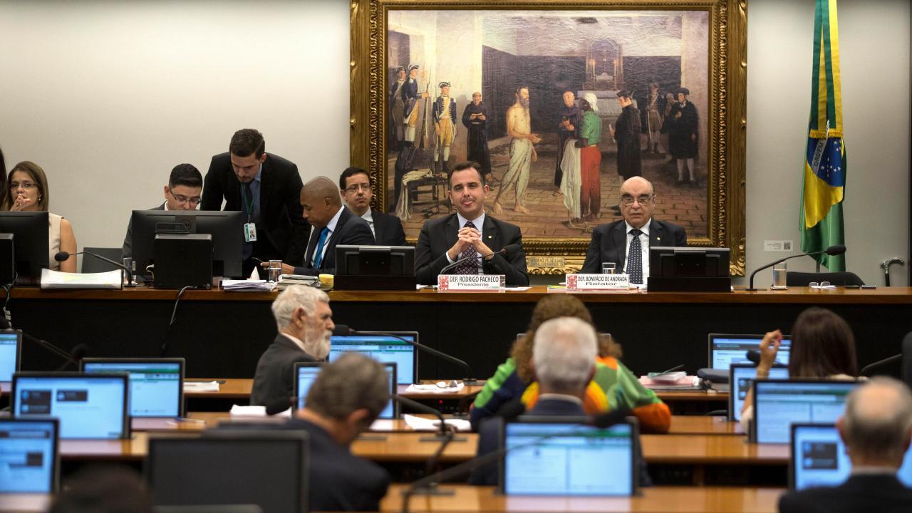 Congreso inicia sesión para votar posible destitución del presidente de Brasil