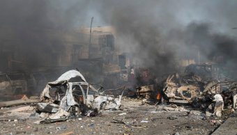 Explota coche bomba en Somalia; hay al menos 10 muertos y 8 heridos
